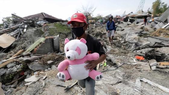 Số người thiệt mạng và mất tích trong vụ động đất và sóng thần tại Indonesia lên tới hơn 1.670 người ảnh 1
