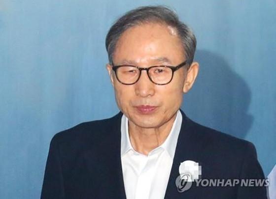 Cựu Tổng thống Hàn Quốc Lee Myung-bak bị kết án 15 năm tù giam ảnh 1