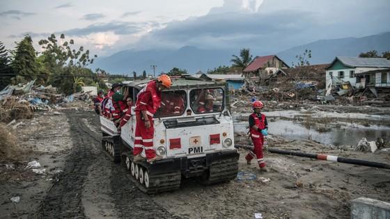 Số người thiệt mạng và mất tích trong vụ động đất và sóng thần tại Indonesia lên tới hơn 1.670 người ảnh 3