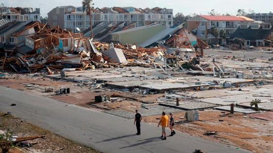 Siêu bão Michael tấn công Florida: 17 người chết, một căn cứ quân sự bị san bằng, cả thị trấn bị xóa sổ ảnh 32