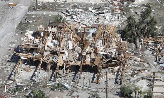Siêu bão Michael tấn công Florida: 17 người chết, một căn cứ quân sự bị san bằng, cả thị trấn bị xóa sổ ảnh 8