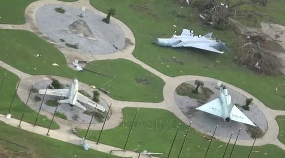 Siêu bão Michael tấn công Florida: 17 người chết, một căn cứ quân sự bị san bằng, cả thị trấn bị xóa sổ ảnh 12