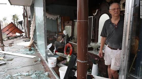 Siêu bão Michael tấn công Florida: 17 người chết, một căn cứ quân sự bị san bằng, cả thị trấn bị xóa sổ ảnh 46