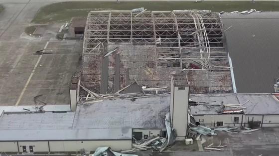 Siêu bão Michael tấn công Florida: 17 người chết, một căn cứ quân sự bị san bằng, cả thị trấn bị xóa sổ ảnh 16
