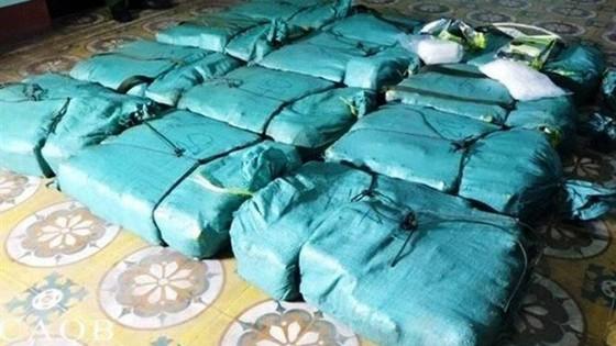 Bắt vụ vận chuyển 308,6kg ma túy đá trên quốc lộ 1A ảnh 2