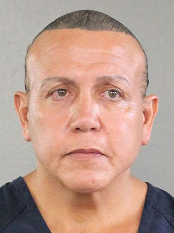 Giới chức Mỹ cáo buộc nghi can gửi bưu kiện chứa chất nổ nhiều tội danh  ảnh 1