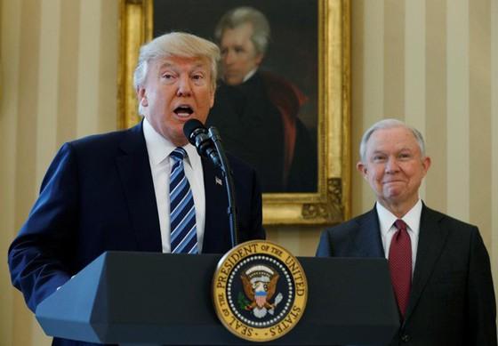 Nghị sĩ Mỹ kiện Tổng thống D.Trump vi phạm Hiến pháp khi bổ nhiệm Bộ trưởng Tư pháp ảnh 1