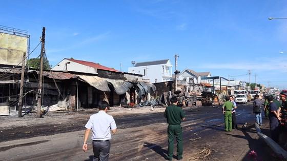 Xe bồn chở xăng gây cháy, 6 người thiệt mạng ảnh 7