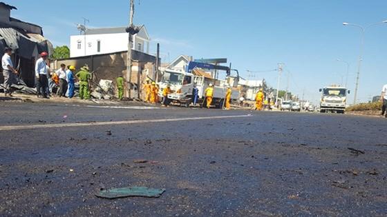 Xe bồn chở xăng gây cháy, 6 người thiệt mạng ảnh 15