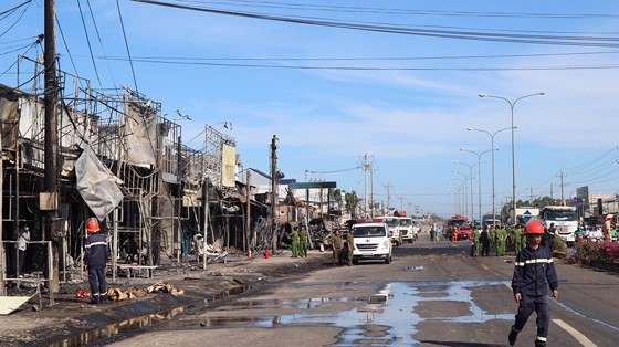 Xe bồn chở xăng gây cháy, 6 người thiệt mạng ảnh 18