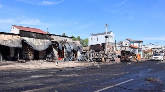 Xe bồn chở xăng gây cháy, 6 người thiệt mạng ảnh 19