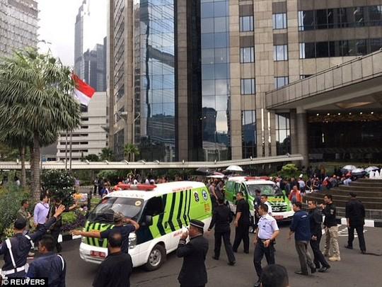 Sập sàn chứng khoán Indonesia, hơn 72 người bị thương ảnh 1