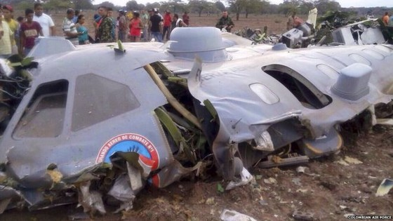 Máy bay quân sự rơi, 11 người chết ảnh 1
