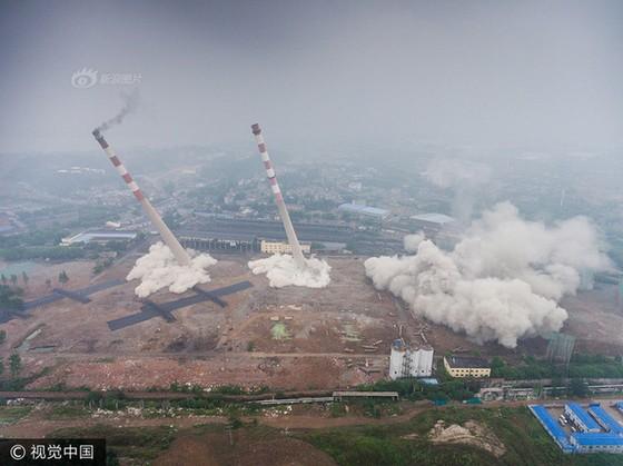 Trung Quốc phá dỡ nhà máy nhiệt điện ảnh 7