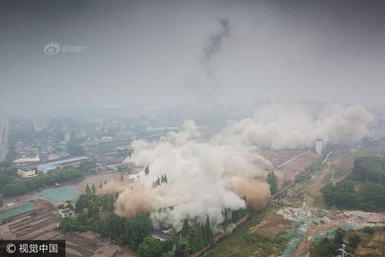 Trung Quốc phá dỡ nhà máy nhiệt điện ảnh 8