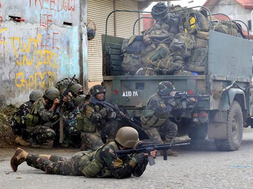 Chân rết IS ở Philippines trữ vũ khí, thực phẩm để kháng cự lâu dài - ảnh 1