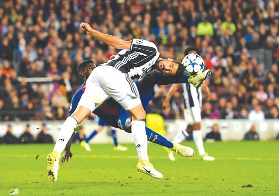 Sami Khedira (phía trước) có thể là người thích hợp cho nhiệm vụ đeo bám Cristiano Ronaldo.