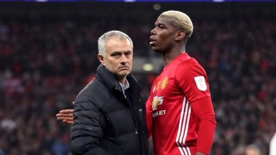 Paul Pogba (phải) đang dành nhiều sự tôn trọng cho Jose Mourinho.