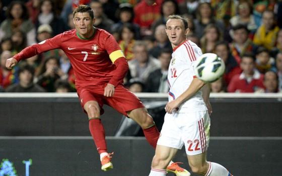Cristiano Ronaldo (trái, Bồ Đào Nha) sẽ tỏa sáng trong trận đấu với tuyển Nga.
