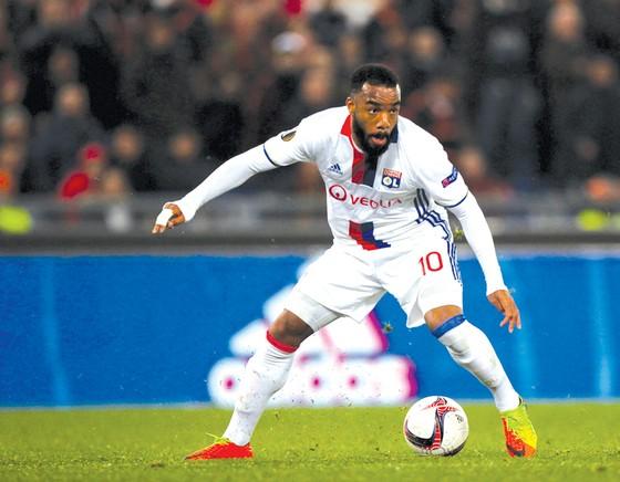 """Arsenal khó thắng Lyon trong """"trò chơi kiên nhẫn"""" của thương vụ Alexandre Lacazette."""