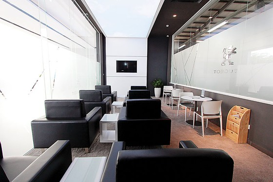 Peugeot Việt Nam ra mắt thêm 3 showroom 3S tiêu chuẩn mới ảnh 1
