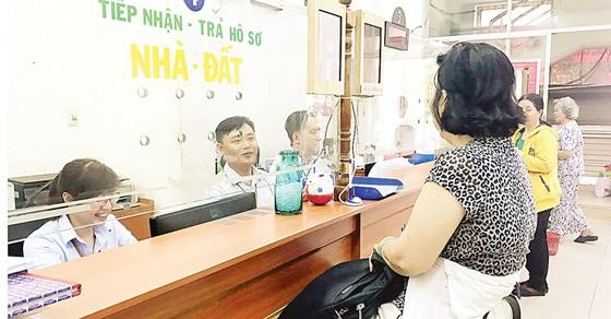 TP Hồ Chí Minh:   Công chức làm việc trở lại sau tết khá nghiêm túc ảnh 1
