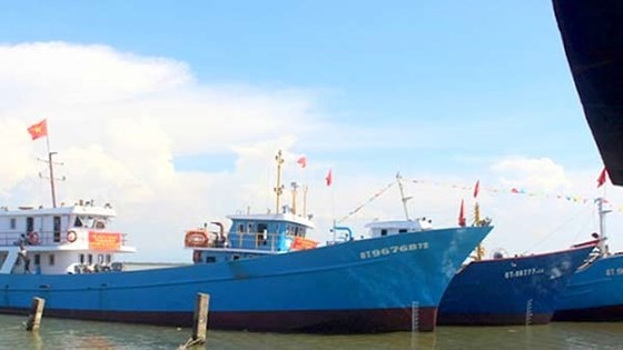 Động viên ngư dân tiếp tục bám biển ảnh 1