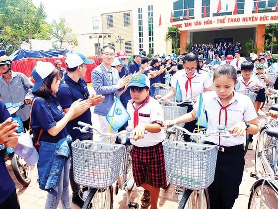 Ngân hàng Shinhan Việt Nam đồng hành học trò nghèo  ảnh 1