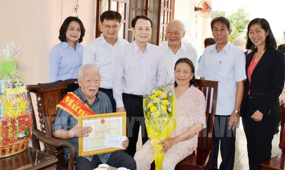 Lãnh đạo TPHCM mừng thọ  người cao tuổi tiêu biểu ảnh 1