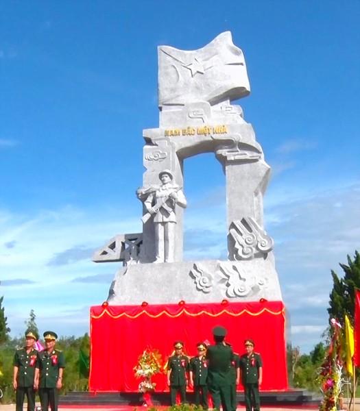 Khánh thành Tượng đài chiến sĩ CAND vũ trang bảo vệ giới tuyến ảnh 1