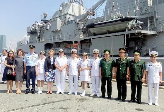 Tàu Hải quân Hoàng gia New Zealand thăm TPHCM ảnh 1