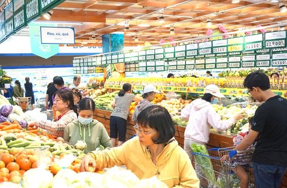 Giá xăng tăng, tác động mạnh đến giá hàng hóa cuối năm ảnh 1