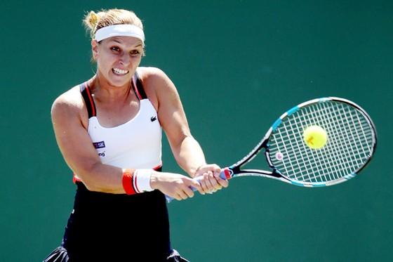 Dominika Cibulkova trong trận thua Oceane Dodin