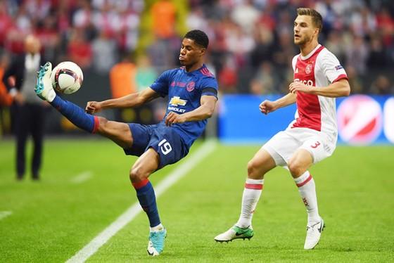 Giá trị đội hình Man.United (trái), cao gấp nhiều lần Ajax.