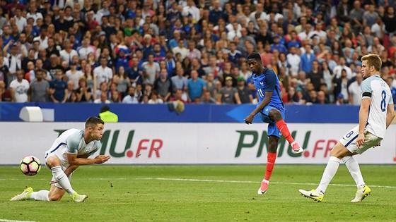 Dembele tung cú sút ấn định chiến thắng 3 - 2 cho Pháp