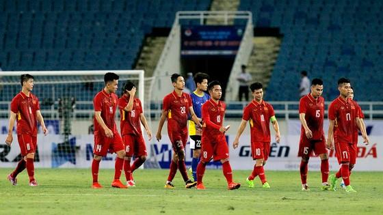 Lực lượng U22 Việt Nam hiện nay gom từ hạng Nhất lẫn V-League có quá ít thời gian ở gần để hiểu nhau. Ảnh: Minh Hoàng