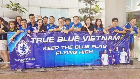 Fan Chelsea Việt Nam được chụp hình cùng Conte ảnh 1
