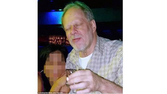 Vụ thảm sát Las Vegas: Phát hiện chiếc ô tô thứ hai của hung thủ Stephen Paddock ảnh 1