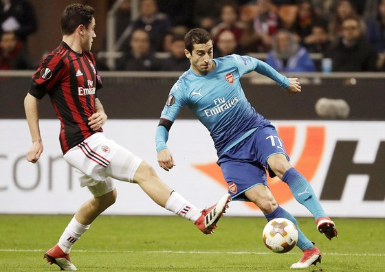 Europa League: AC Milan, Dortmund, CSKA Moscow thua trên sân nhà ảnh 1