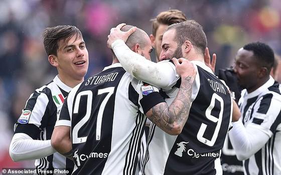 Napoli mất ngôi đầu vào tay Juventus ảnh 1