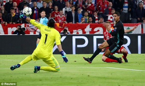 Real Madrid hạ Bayern Munich 2 - 1 ngay tại Allianz Arena ảnh 1
