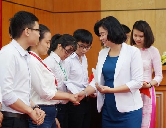 Trao học bổng Nguyễn Văn Hưởng năm 2018: 142 suất học bổng với tổng trị giá 1 tỷ 191 triệu đồng ảnh 4