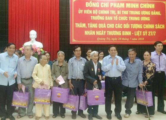Thủ tướng Nguyễn Xuân Phúc dâng hương tại Khu Di tích quốc gia đặc biệt Kim Liên ảnh 2