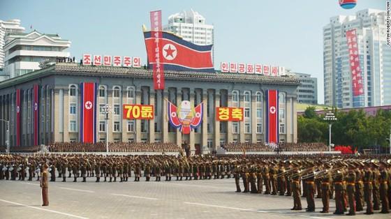 CHDCND Triều Tiên diễu binh không có tên lửa tầm xa mừng 70 năm Quốc khánh ảnh 3