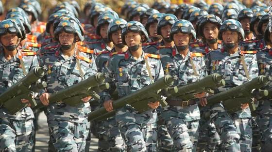 CHDCND Triều Tiên diễu binh không có tên lửa tầm xa mừng 70 năm Quốc khánh ảnh 11