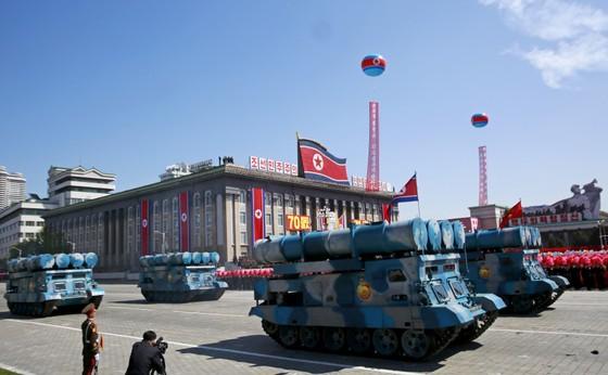 CHDCND Triều Tiên diễu binh không có tên lửa tầm xa mừng 70 năm Quốc khánh ảnh 4