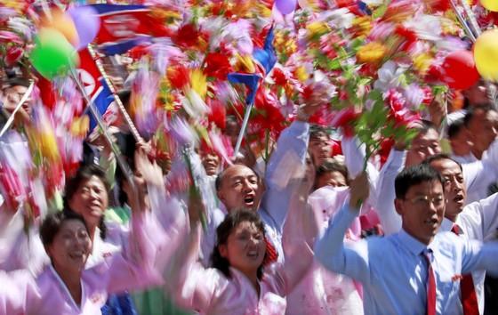 CHDCND Triều Tiên diễu binh không có tên lửa tầm xa mừng 70 năm Quốc khánh ảnh 6