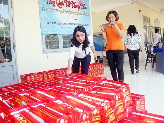 Trao hơn 300 suất quà Trung thu và hỗ trợ 2 địa chỉ nhân đạo tại Cam Lâm ảnh 1