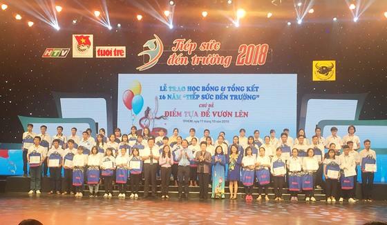 """Trao học bổng """"Tiếp sức đến trường"""" khu vực Đông Nam Bộ: 187 tân sinh viên được """"tiếp lửa"""" ảnh 1"""