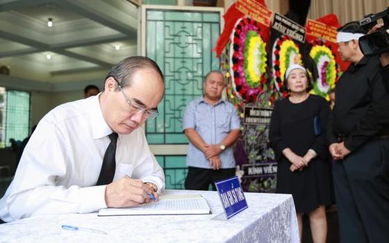 Nhiều đoàn đến viếng đồng chí Nguyễn Thị Vân        ảnh 4